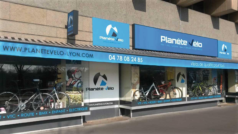 Planète Vélo, Lyon, Caluire, signalétique et devanture magasin